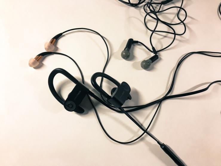 ear-phone-3